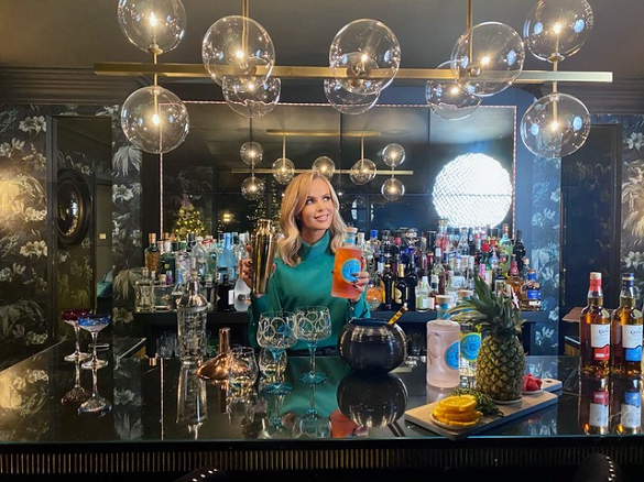 Amanda Holden mixing The Glenlivet Reserve Tartan Tiki for Amazon/Pernod Ricard's Black Friday tie-up